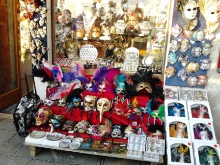 L invasione di negozi per il turismo di massa italia for Negozi arredamento venezia
