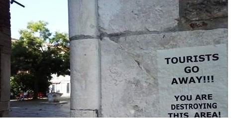 "Sulle calli e sui ponti: ""Tourists, go away!"""