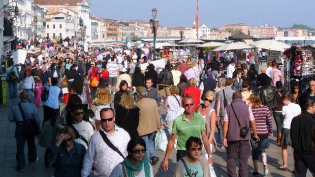 In piazza San Marco fino a 200.000 persone al giorno