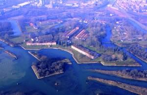 Forte Marghera visto dal lato Laguna, con sullo sfondo le prome case di Mestre.