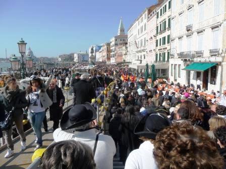 Sul turismo a Venezia si discute a Firenze