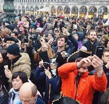 Settantamila a Venezia per il Carnenevale