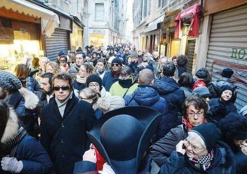 Invasioni turistiche, Brugnaro è molto tiepido