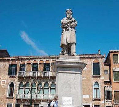 Trecento striscioni per il futuro di Venezia