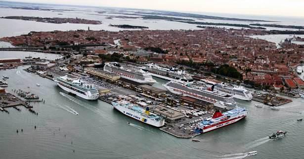 Le compagnie di crociera tessono trame su Venezia