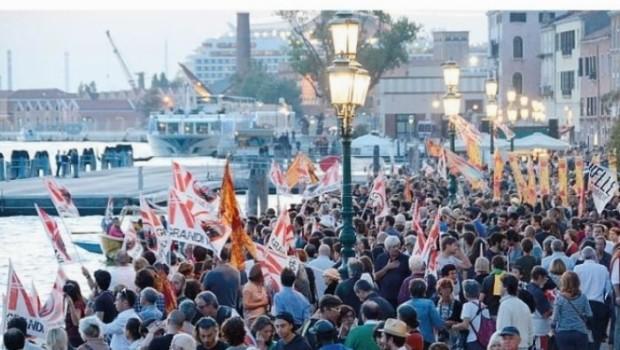 Veneziani contro le crociere, grande successo