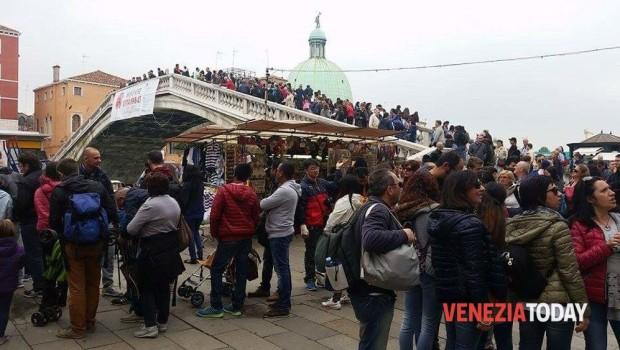 Brugnaro alla Stampa: il turismo non è un'emergenza, tutt'altro.
