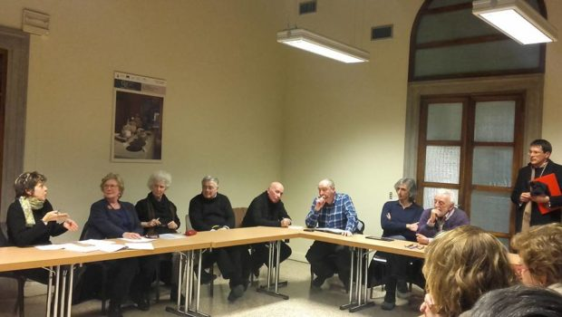 Su plateatici e bancarelle riunione presso Italia Nostra