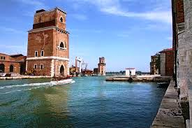 L'Arsenale valorizzato o degradato a location?