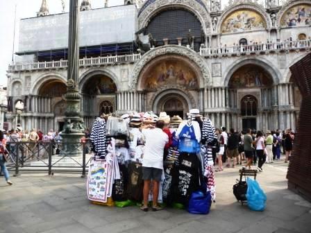 Organizzazione di gestione del turismo, i residenti ne sono esclusi